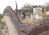 AISI 304 Grade CBT 65 Razor Wire Fencing On Bases And Depots 15kg Per Roll