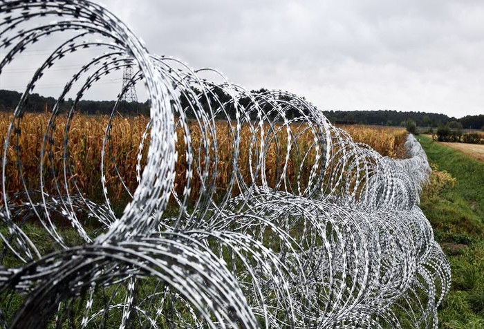 Double Concertina Razor Wire , Concertina Wire Fencing For Fence And Isolation