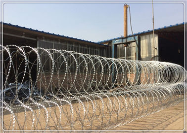 Iron Wire Galvanized Pyramid Flat Razor Wire BTO - 22 3D In Security Fence